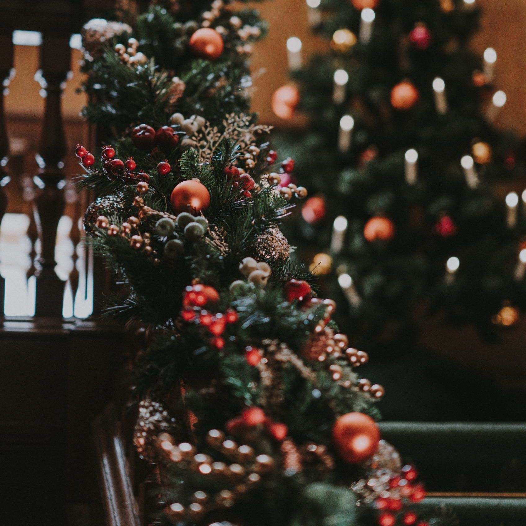 Tips To Decorate The Staircase For Christmas 1