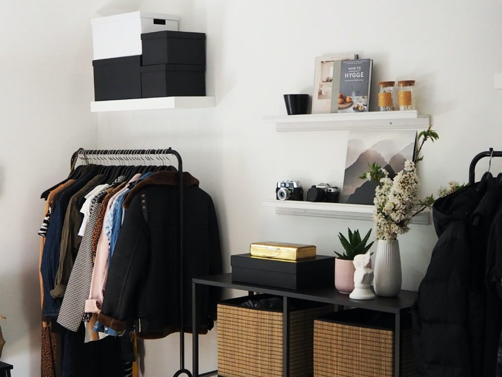 Creating a chic and fashionable dressing area 1