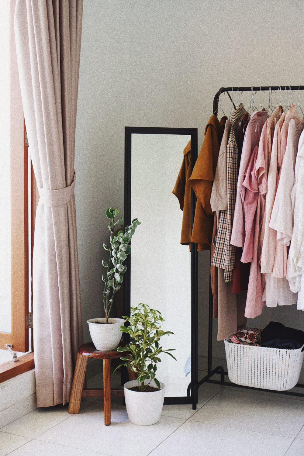 Creating a chic and fashionable dressing area 4